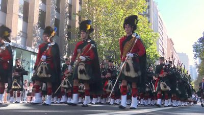 Thousands march on Anzac Day in Sydney