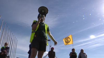 RAW: Extinction Rebellion protesters attempt to block 'pollies' leaving on the last day