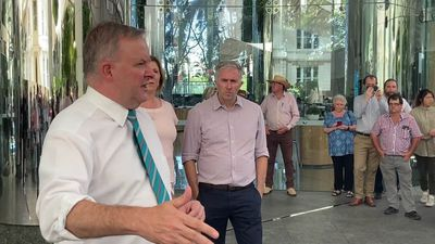 Albanese addresses farmers gathered to protest inland rail route