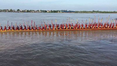 Cambodia sets new record for world's longest dragon boat