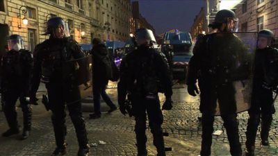 Police block demonstrators trying to march to Elysee Palace