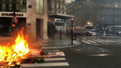 Starbucks coffee shop attacked in 'yellow vests' protests