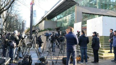 Huawei case: media wait in front of court