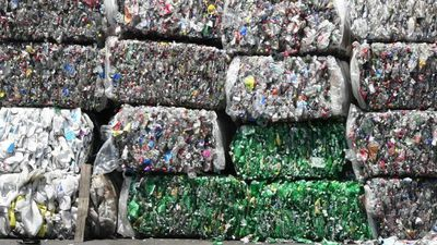 Costa Ricans trade waste for goods in recycling project