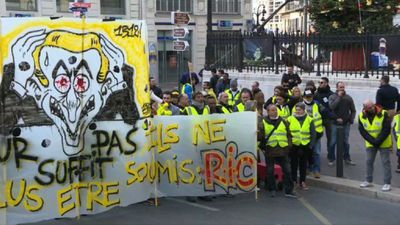 """""""Yellow vests"""" protest peacefully in Marseille"""