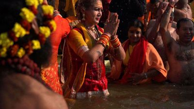 India's transgenders take first Kumbh Mela splash