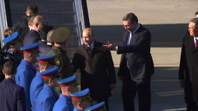 Putin lands in Belgrade with a rockstar reception