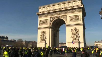 'Yellow Vest' protesters gather in Paris for 14th week