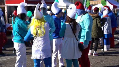 Thousands don smurf costumes in Germany to attempt world record