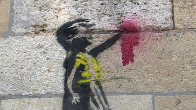 "Banksy-like pro-""yellow vests"" stencils appear in Bordeaux"
