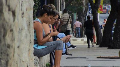 Internet on cell phones paves way for new civil society in Cuba