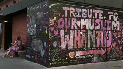 NZ students write tributes on wall for mosque victims