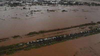Marooned Mozambicans wait for aid to arrive after Cyclone Idai