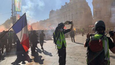 French police out in force to prevent 'yellow vest' violence
