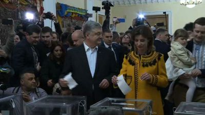 Petro Poroshenko casts ballot in Ukrainian election runoff