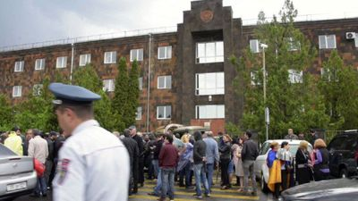 Armenian protesters blockade court buildings after PM's call