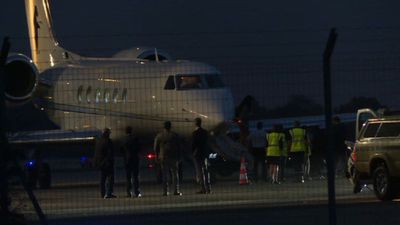 Obama family lands at Avignon airport for holiday