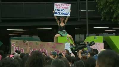 protest in Mexico against alleged rape of two girls by police