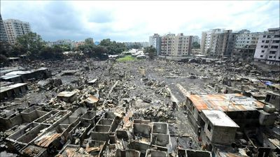 10,000 homeless after fire razes Bangladesh slum