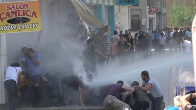 Turkish police disperse pro-Kurdish protesters in Diyarbakir