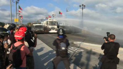 G7: protesters clash with police in Bayonne