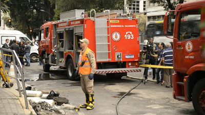Firefighters continue their duties at Rio hospital