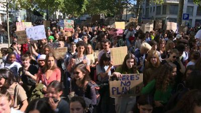Students hit Paris streets in vast global climate strike