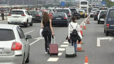 Pro-independence protesters block roads to Barcelona airport