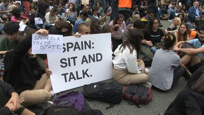 Catalonia: Pro-independence protest in front of Spanish government delegation in Barcelona