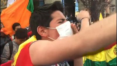 Pro-govt supporters rally for Morales after stalled poll count