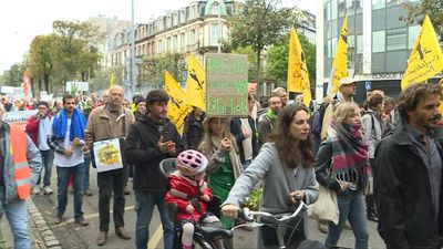 Protesters march in Strasbourg to demand new agricultural policy