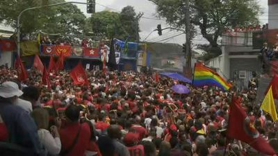 Lula's supporters await his arrival at rally at metalworkers' union