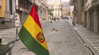 Bolivians maintain barricades in the city of La Paz