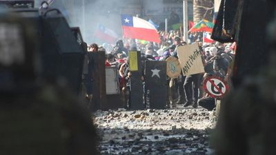 New clashes in Chile as peso drops to historic low