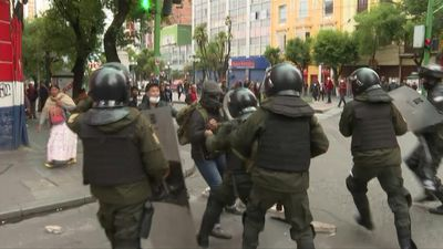 Arrests, tear gas and violent clashes continue in La Paz
