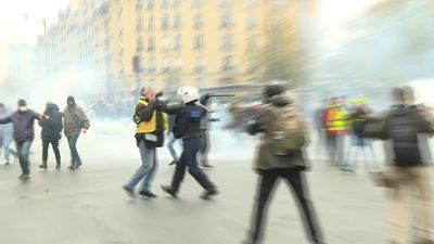 """""""Yellow vests"""" anniversary: clashes take place in Paris"""