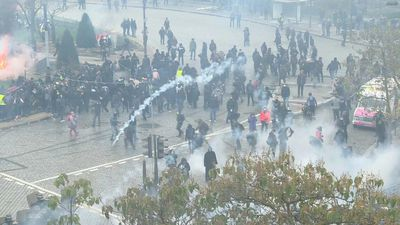 """Sporadic outbreaks of violence on Italy Square in Paris as """"yellow vests"""" mark anniversary"""