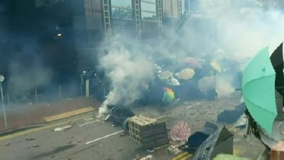 HK cops deploy tear gas on protesters outside university