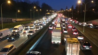 Commuters face heavy traffic in Paris as transport strike continues