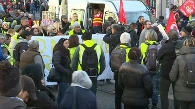 Pension reform protesters rally in Marseille