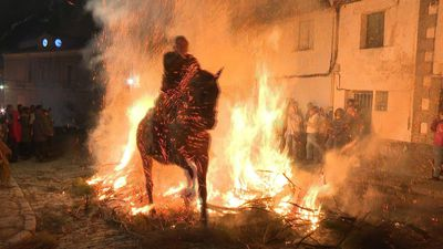 Spanish village purifies horses with fire in age-old ritual