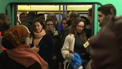 Service resumes steadily on Paris metro network