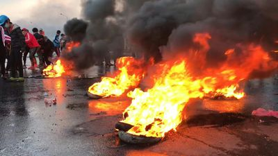 Blocked roads and burning tires as Iraq protests resume