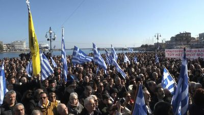 Thousands on Greek islands protest against migrant camps