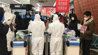 Coronavirus: quarantined residents of Wuhan fill the pharmacies