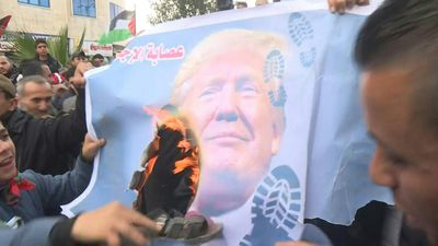 Gaza: Palestinian demonstrators protest against US peace plan