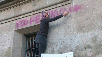 Women sloganeer against femicides in front of Mexico's National Palace