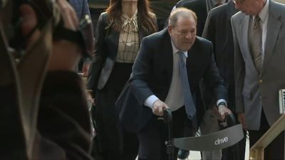 US: Harvey Weinstein arrives at court as jury deliberations continue