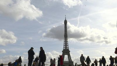 Coronavirus, missing Chinese tourists, hits Paris tourism sector