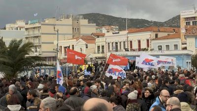 Thousands protest against new Greek island migrant camps